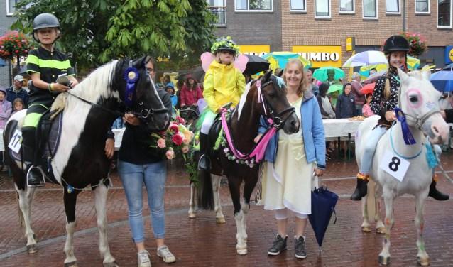 De ponybrunch is altijd een van de publiekstrekkers tijdens de Nootdorpse Feestweek.