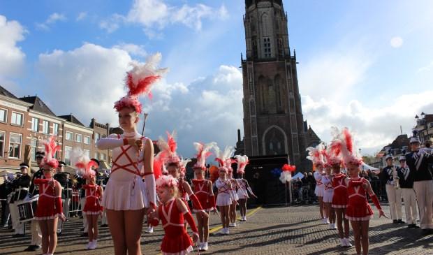 Een optreden van Twirlteam Colours op de Markt.