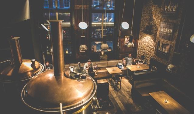 Bij de Bierfabriek worden de bieren midden in het restaurant gebrouwen