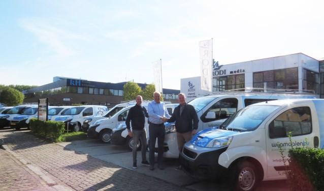Peter Wijnmaalen (r.) is blij met Arno Preuninger (m.) en Peter Jonkers Both (l.)