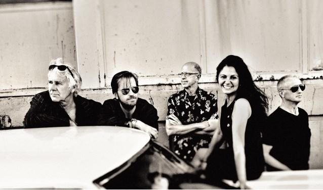 De band Nightcall treedt op in Café Restaurant de V