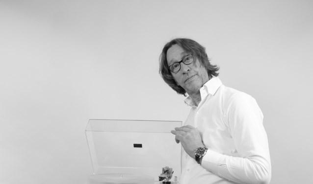 Rik Stoet met zijn zelf ontworpen TAKUMI.
