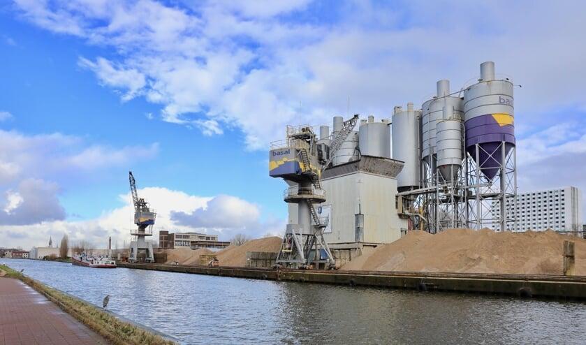 Hoe gaat het er in de nabije toekomst uitzien aan de Noordzijde van de Schieoevers? (Foto: Koos Bommelé)