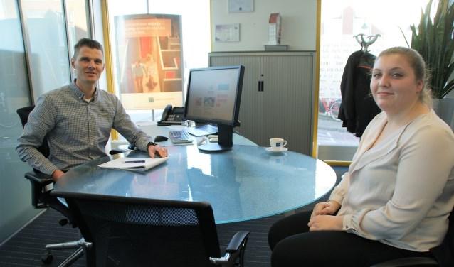 Hypotheekadviseur Arjan Vreugdenhil in gesprek met één van zijn cliënten.