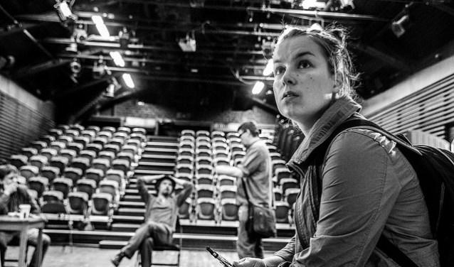 In het Rietveld Theater wordt tijdens de Delftse Vloer Op geïmproviseerd onder leiding van Marjet Roerink