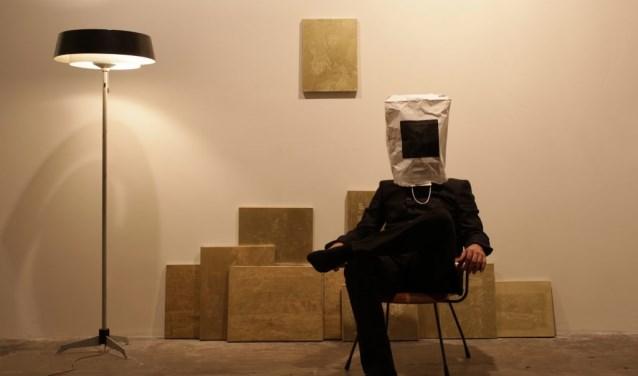 Het werk 'Black on bag'  van kunstenaar Joncquil, te zien in Kadmium tijdens Faceto Face