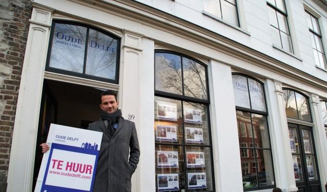 Hugo Voets voor het pand aan de Oude Delft 219.