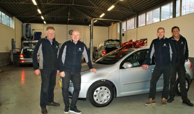 Het team van Baaf Automotive, met centraal Manfred Bavelaar.