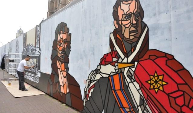 Micha de Bie aan het werk bij de Nieuwe Kerk in Delft