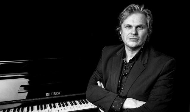 Pianist en historicus Roel Spanjers, één van de extraatjes op het Bluesmenu
