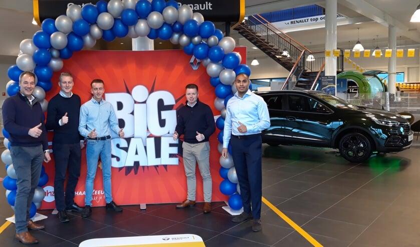 Het verkoopteam is klaar voor de Big Sale, met van links naar rechts Robert Schaap, Lars Dukker, Tobias van de Ree, Jordi Vrijmoed en Ismail Aliradja.