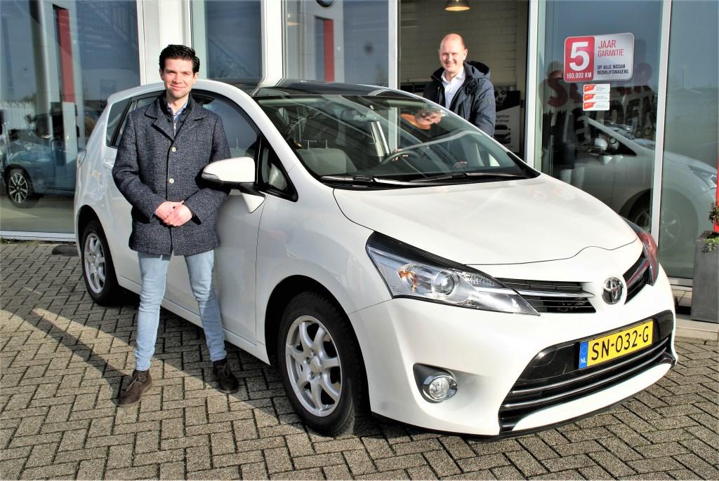 De verkoopadviseurs Lennart Klienbannink (links) en Frans van Wijk.