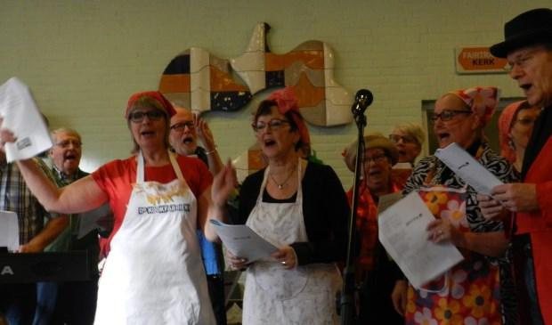 De deelnemers in de Adelbertkerk van Pieter&Co. (foto: Joop Bommelé)