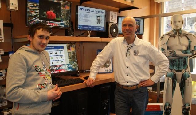 De vertrouwde gezichten van Computershop Delft, met rechts Erik van Schelven en links Rick Bosch.