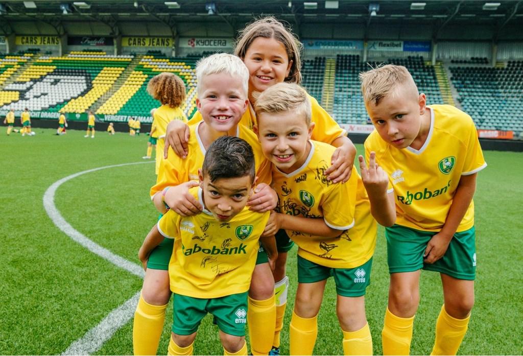 Plezier met hoofdletter p voor voetbalverliefde kinderen (m/v) tijdens het ADO-voetbalkamp  © RODI Media-zh