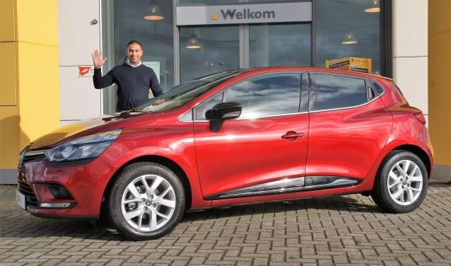 Verkoopadviseur Ismail Aliradja zwaait je uit, maar kom jij gebruik maken van het voordeel van de Renault Clio Uitzwaai Editie bij Autohaag Zeeuw?