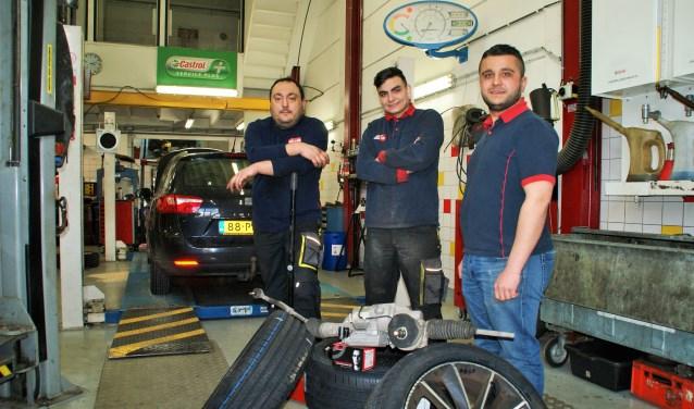 De vertrouwde gezichten van Garage Randstad met van links naar rechts Mustafa, Furkan en Akif.