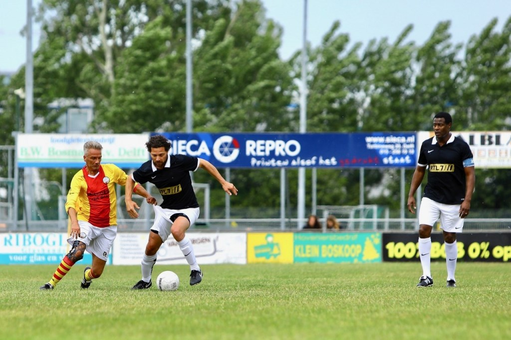 Voetbalwedstrijd tussen de veteranen van SEP en het Artiestenelftal van RTL7. Foto: KOOS BOMMELE © RODI Media-zh