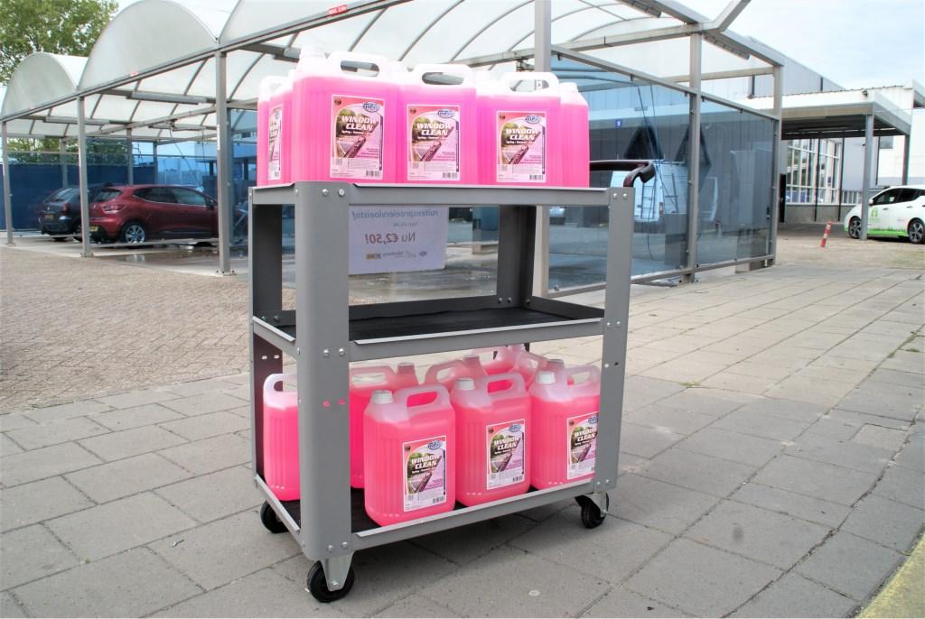 De 5-liter jerrycans ruitensproeier-vloeistof.  © RODI Media-zh