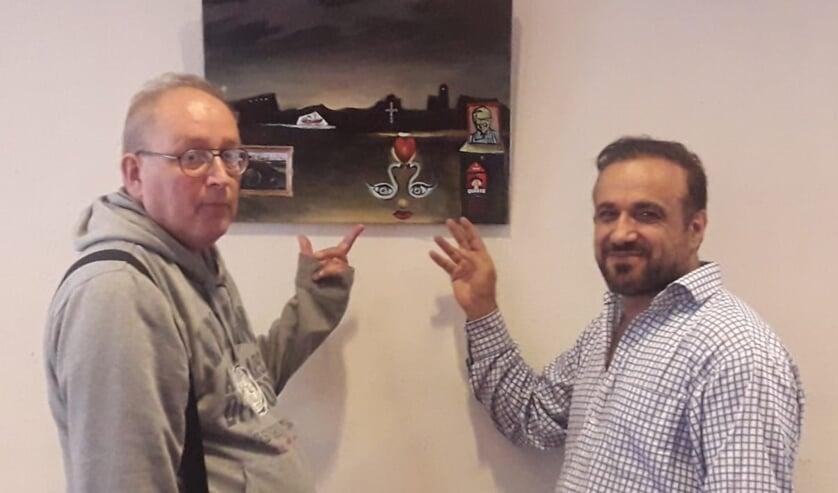 De schilderijen van Peter Schaareman (links) en Arshavin Mikail vertellen allemaal hun eigen verhaal.