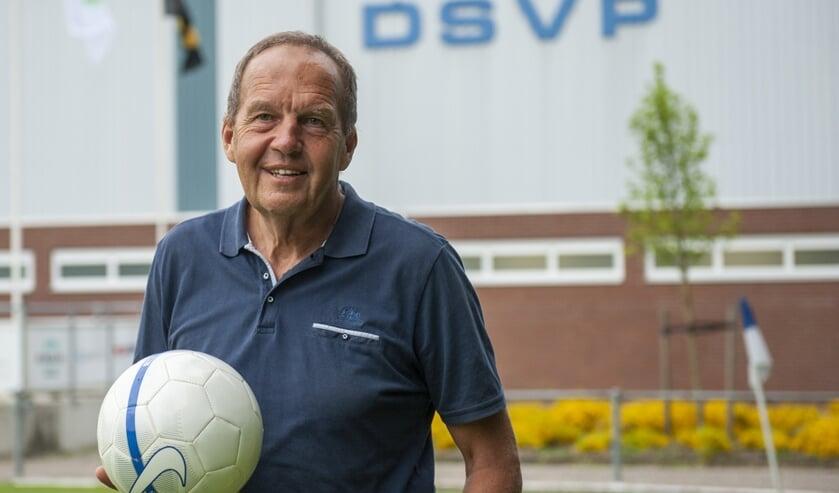 Johan de Hoog is tegenwoordig weer helemaal is zijn element als assistent-scheidsrechter bij de hoofdmacht van DSVP. (foto: Roel van Dorsten)