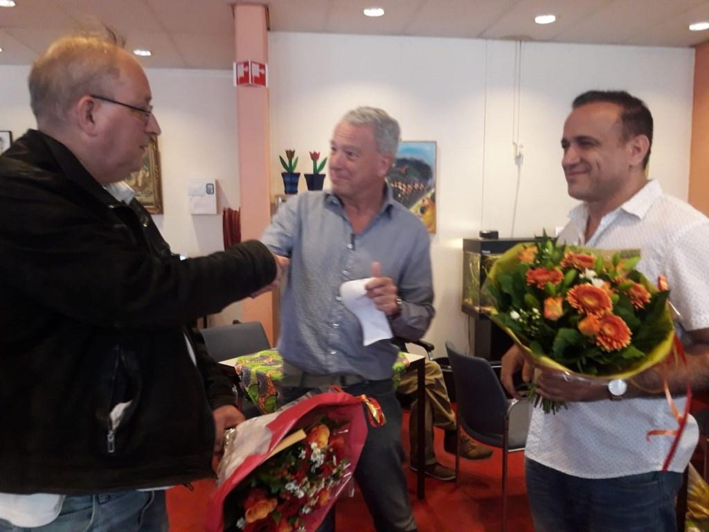 Een leuke opening van de expositie in de Jessehof, met bloemen voor beide exposanten.  © RODI Media-zh