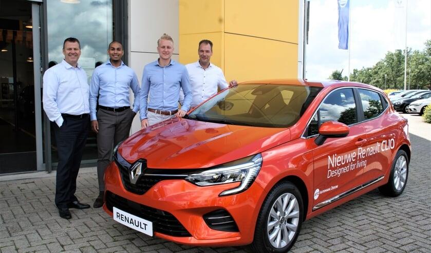 Het verkoopteam bij de nieuwste generatie Renault Clio, met van links naar rechts Ed Mouton, Ismail Aliradja, Lars Dukker en Robert Schaap.