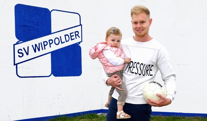 Robbie Notenboom met zijn kostbaarste bezit, dochter Livv (Foto: Koos Bommelé )