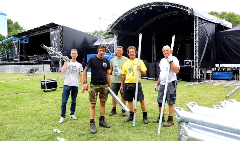 Vijf hardwerkende vrijwilligers die er mede voor zorgen dat we vanaf vrijdag 19 juli van een spetterend Westerpop kunnen genieten