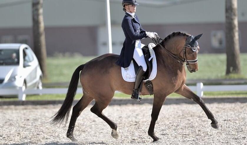 Trudy van Logchem en haar paard Enorm