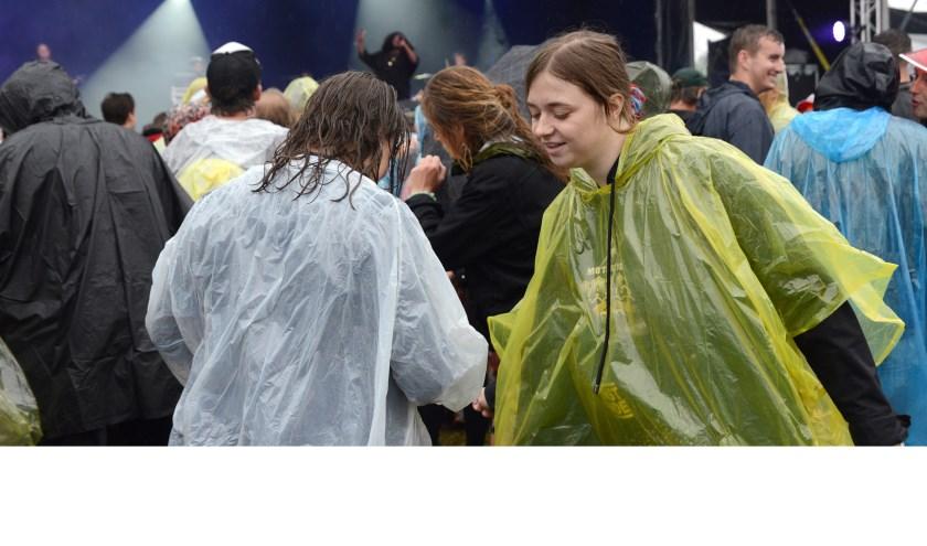 Ondanks de regen vermaakten de bezoekers zich opperbest. Foto Peter Verdurmen
