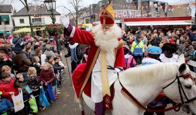 Groots onthaal Sinterklaas in Baarn