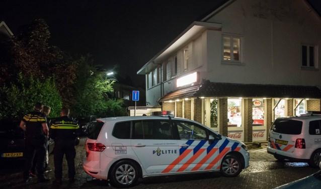 Rond 22.45 uur uur is er een overval gepleegd op cafetaria Sofie in de Sparrenlaan in Baarn. Getuigen spreken over 2 jonge jongens als dader. Ik vernam dat een bezorger van de cafetaria elders in Baarn was en de eigenaar een bestelling wegbracht in Soest. Mogelijk is dit een valstrik geweest. De eig
