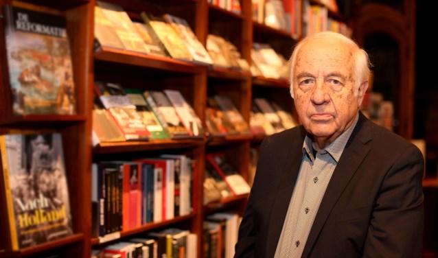 """Wim Hazeu bij Boekhandel den Boer: """"Ik vertel Baarnse politici dat de bibliotheek in het centrum moet blijven."""""""