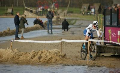 Annemiek van Vleuten wint Langspiercross