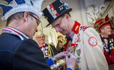 Donald IV op bezoek bij Staatscourant van Eendengat
