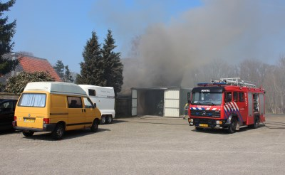 Schuurbrand snel onder controle
