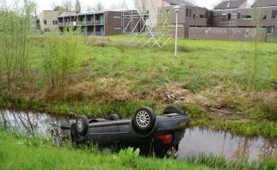 Auto in sloot Schijndelseweg