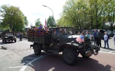 Militaire stoet in Gemonde