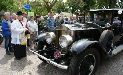 Pruttelende auto's en motoren op Oldtimerdag Liempde