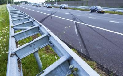 Auto slipt op A2 onder Liempde