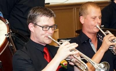 Zilveren trompettist soleert