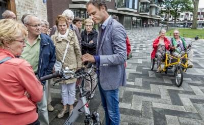 Ouderen testen e-bikes