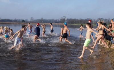 Nieuwjaarsduik lokt 119 zwemmers