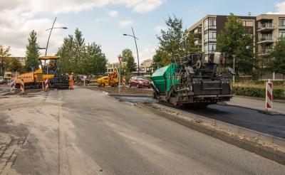 Nieuw asfalt voor Dr. De Brouwerlaan