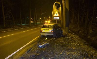 Auto botst op ree in Boxtel