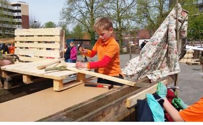 Leerlingen Hobbendonken bouwen er op los