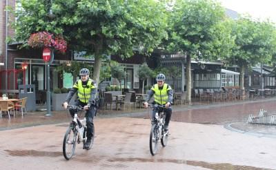 Politie waakt over kermis op de fiets