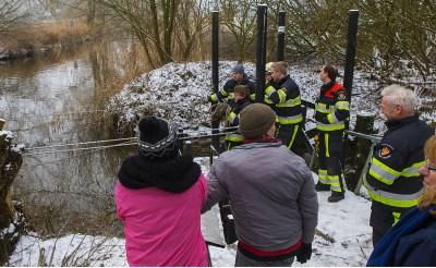 Brandweer helpt opvarenden Sint-Janspontje