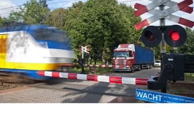 Duidelijkheid over overweg in Esch
